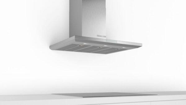 Hotă semineu dreaptă Bosch Serie 6 DWB97LM50, Capacitate 697 m³/h (intensiv, mod evacuare), 3 viteze + intensiv, TouchControl, Filtru metalic lavabil, 90 cm, Inox