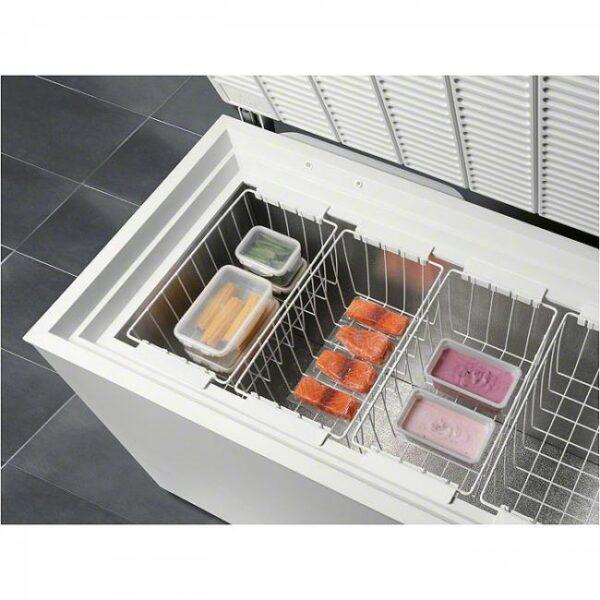 Lada frigorifica Electrolux EC3131AOW, 292 L, A++, LowFrost, 3 cosuri, Action Freeze, Indicatori LED pe maner, Yala, Latime 133 cm, Alb