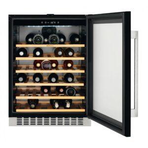 Racitor de vinuri incorporabil Electrolux ERW1573AOA, 138 litri, 46 sticle, Rafturi lemn, Control electronic, Clasa A, H 82 cm, l 59,5 cm, Culoare neagra (sticla)